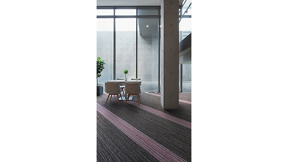 <b>Collection</b> World Woven &nbsp;&nbsp;<b>Product</b> WW880 &nbsp;&nbsp;<b>Color</b> 105363 Brown Loom &nbsp;&nbsp;<b>Product</b> WW865 &nbsp;&nbsp;<b>Color</b> 105371 Fuchsia Warp &nbsp;&nbsp;<b>Installed</b> Pattern by Tile