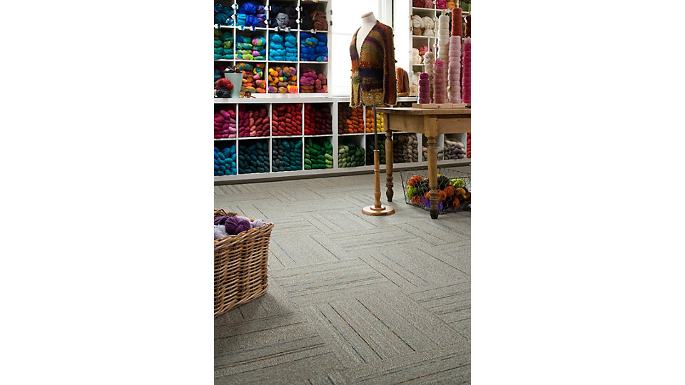 <b>Collection</b> Outside the Lines &nbsp;&nbsp;<b>Product</b> Color Line &nbsp;&nbsp;<b>Color</b> 5318 Flax &nbsp;&nbsp;<b>Installed</b> Quarter-Turn