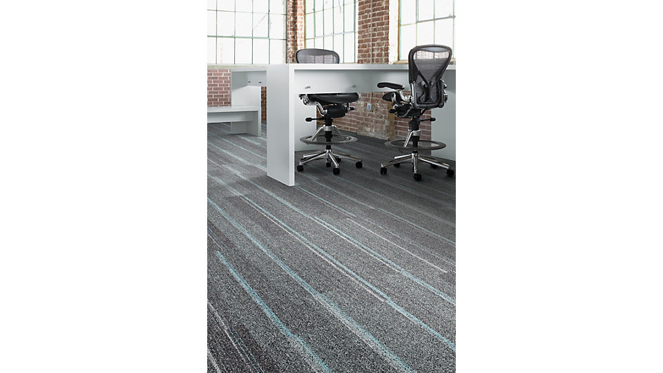 <b>Produto</b> Ground Waves &nbsp;&nbsp;<b>Cor</b> 104056 Pewter/Colors &nbsp;&nbsp;<b>Instalado</b> Ashlar