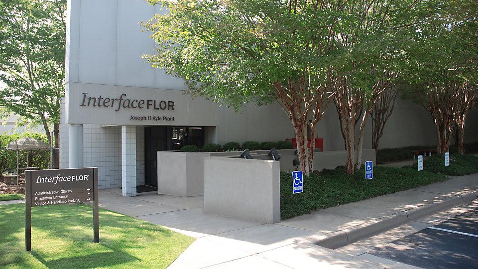 La planta Joseph H. Kyle es la fábrica original de Interface y hoy es la casa matriz para nuestra administración e instalación de las bases de las alfombras.