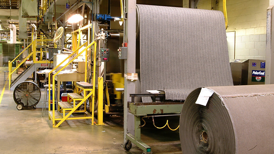 En la planta Kyle son instaladas las bases, los cortes e inspecciones finales antes del despacho.