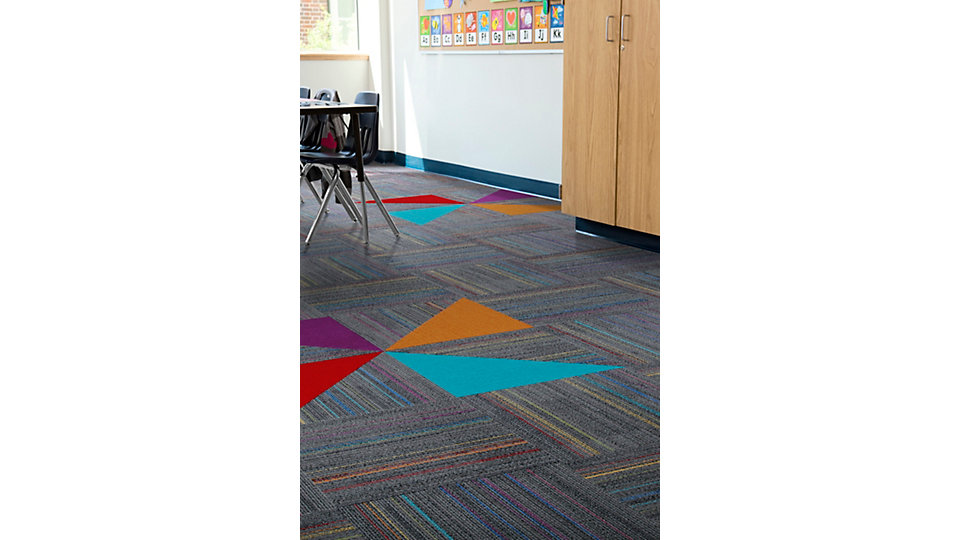 <b>Product</b> Roy G. Biv &nbsp;&nbsp;<b>Colour</b> 7446 Milky Way &nbsp;&nbsp;<b>Installed</b> Quarter-Turn &nbsp;&nbsp;<b>Accent Product</b> Viva Colores &nbsp;&nbsp;<b>Colours</b> Turquesa, Rojo, Naranja, Violeta
