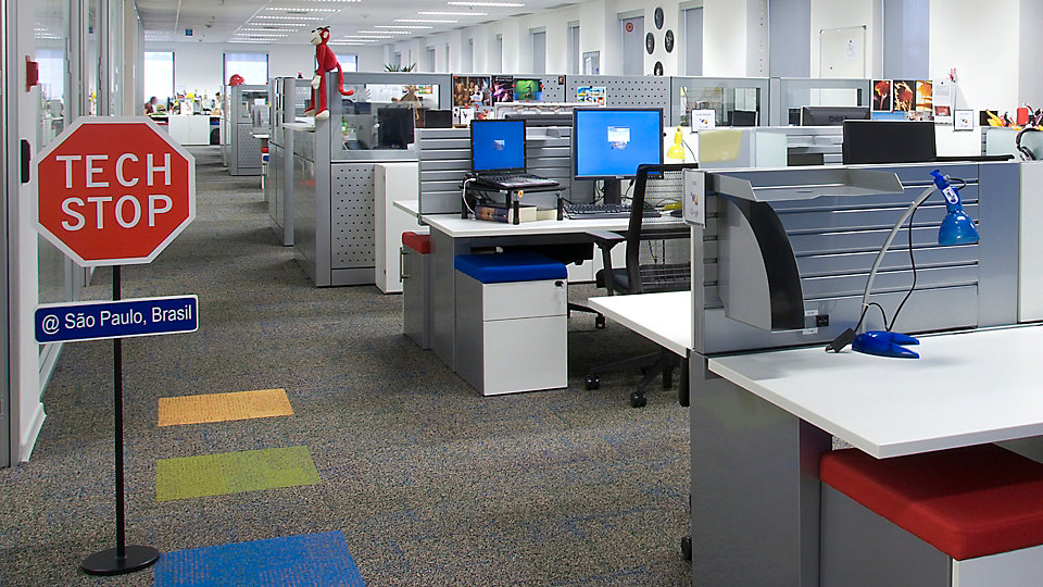 <b>Location</b> Office, Sao Paulo, Brazil   <b>Product</b> Academic   <b>Colour</b> 5582 Direction   <b>Product</b> Cubic Colours   <b>Colours</b> 7261 Yellow, 7264 Green, 7266 Blue