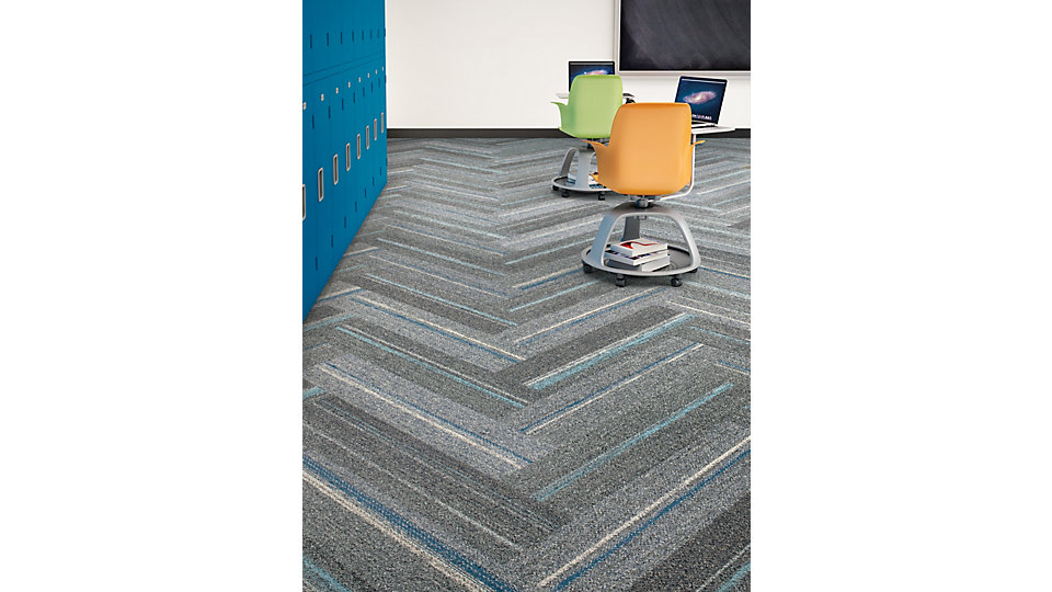<b>Producto</b> Ground Waves   <b>Colores</b> 104056 Pewter/Colors, 104053 Iceberg/Colors   <b>Instalado</b> Herringbone